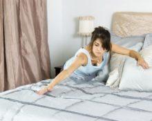 Как заправляют постель женщины в разных странах