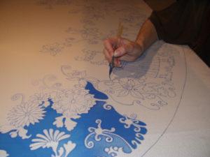 Роспись ткани при помощи контура из клея
