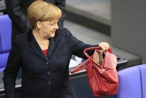 Кто выбирает нелепые костюмы для Меркель