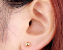 болят уши от серёжек