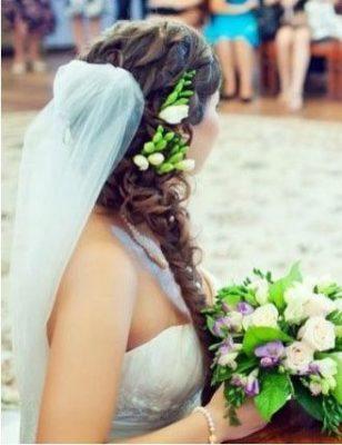 свадебная прическа с фатой и диадемой