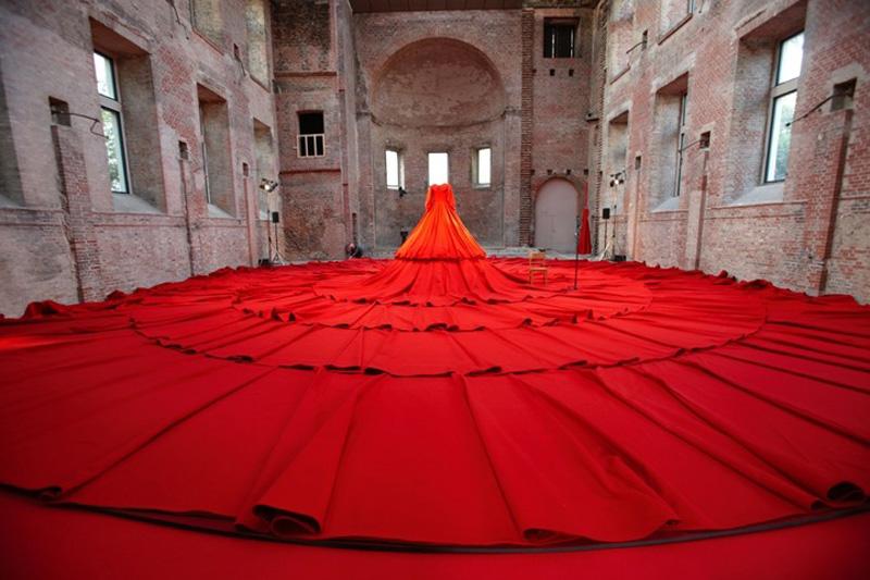 Самое длинное платье