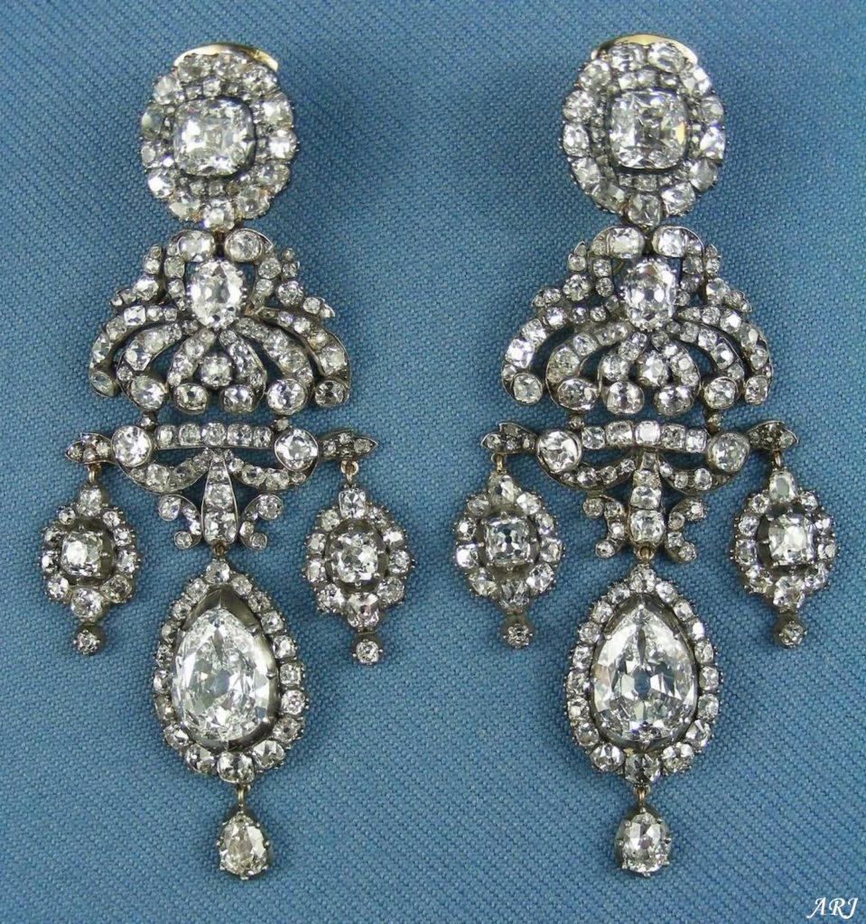бриллиантовые серьги с подвесками