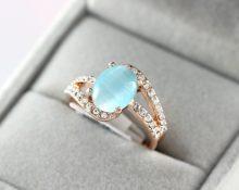 голубой камень в кольце