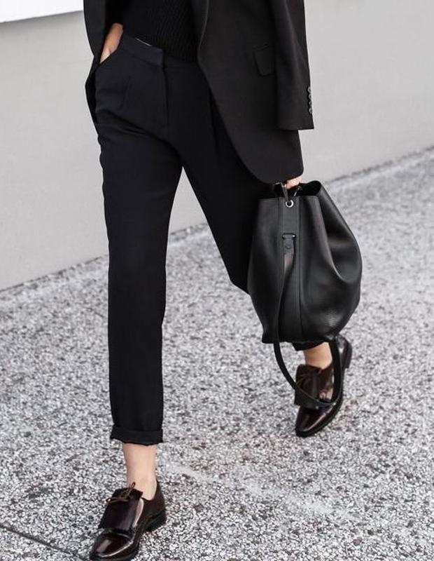Чёрные лоферы с брюками