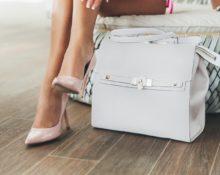 Почему сумку нельзя ставить на стол и на пол