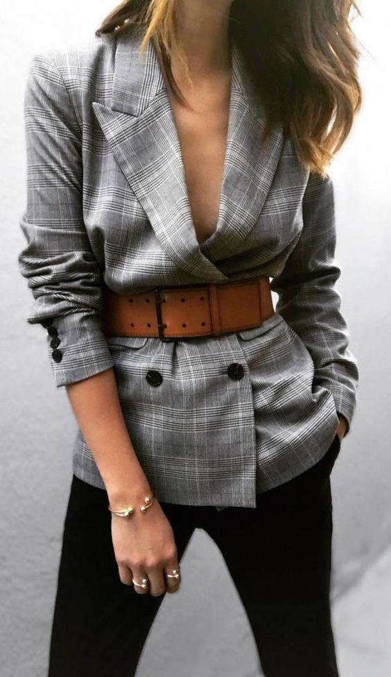 коричневый ремень в женском гардеробе