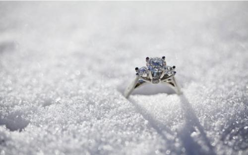 кольцо в снегу