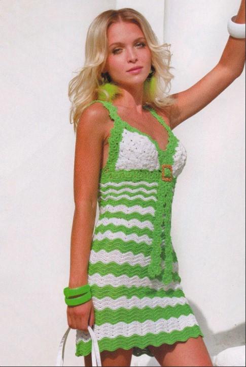 Летнее платье крючком бело-зеленое