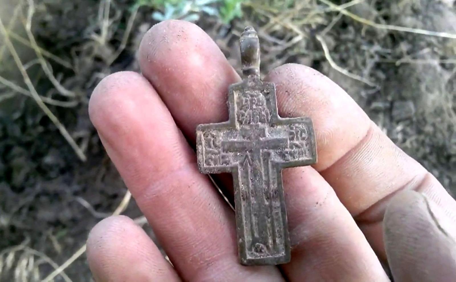 Найденный на улице крест