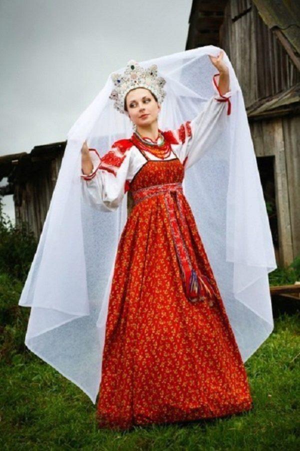 Нарядный свадебный костюм