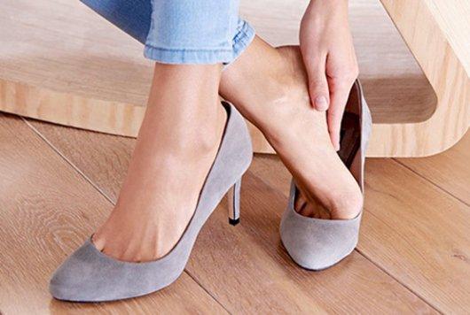 Натирающая твердая обувь