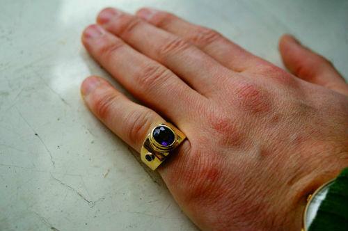 Почему перстень носят на мизинце