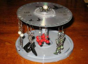 Подставка для серег из дисков