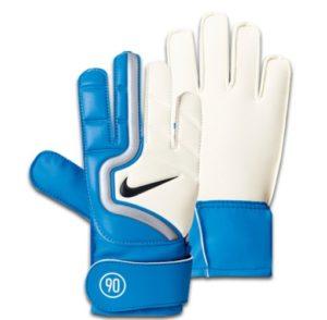 белые вратарские перчатки