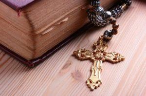 библия и крестик