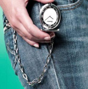 карманные часы с джинсами