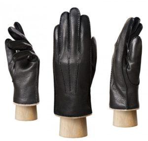 перчатки на манекенах