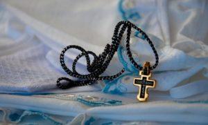 крестик с веревкой