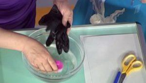 темные перчатки - стирка