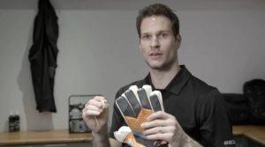 обяъсняет как найти вратарские перчатки