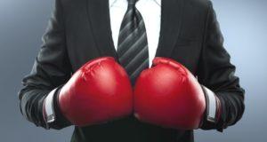 в боксерских перчатках