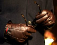 коричневые перчатки