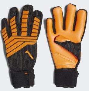 желтые вратарские перчатки