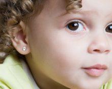 серьги гвоздики у ребенка