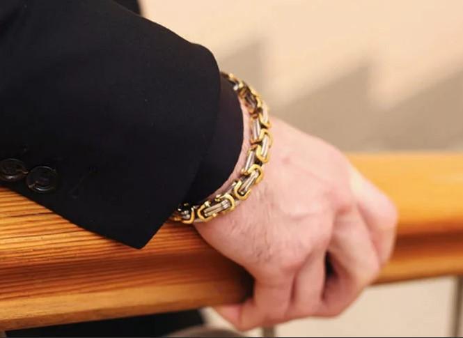 цепочка на руке золотая
