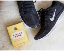 Сода помогает избавиться от запаха в обуви