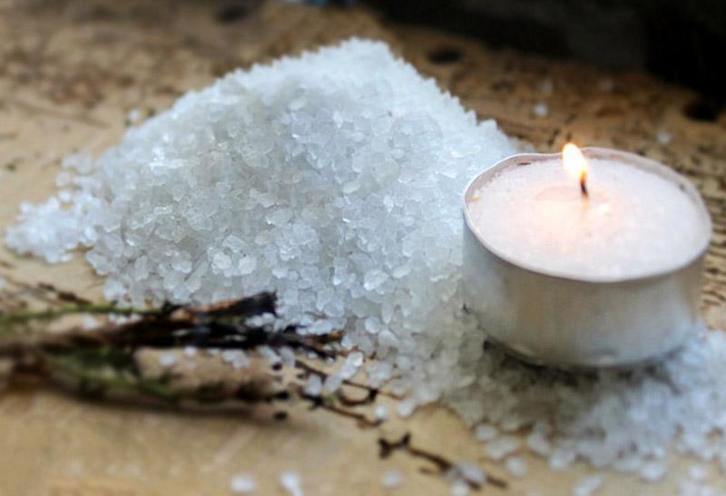 Как сделать амулет-оберег из четверговой соли