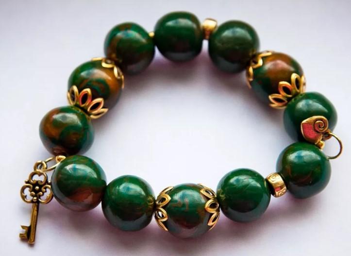 браслет из камня зеленый