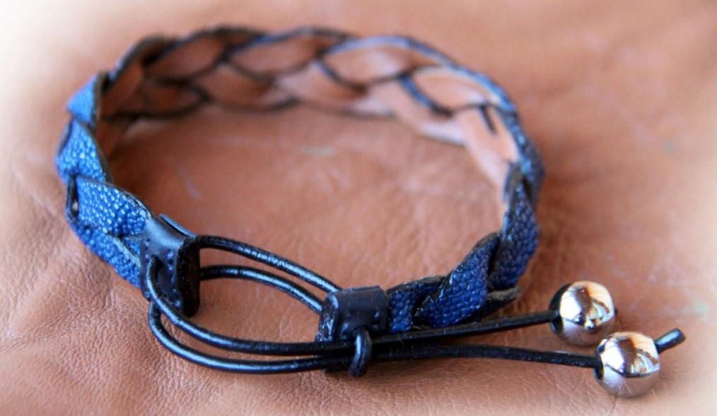 браслет из кожи синий