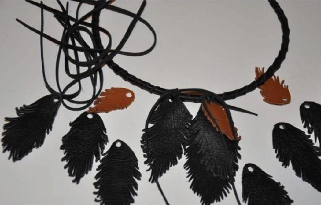 бусы изчерной кожи завязываем листья на обруч