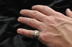 Перстень на мизинце