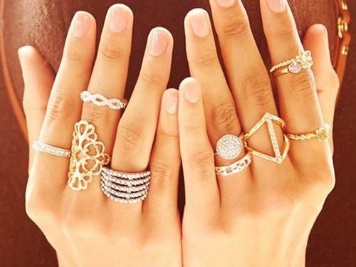 кольца на левой и правой руке