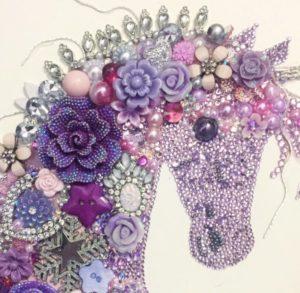 картины из пуговиц лошадь