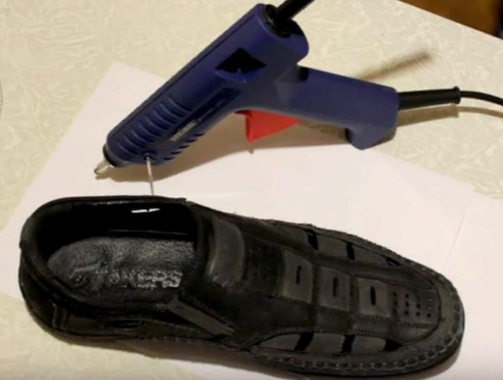 клеевой пистолет и туфли