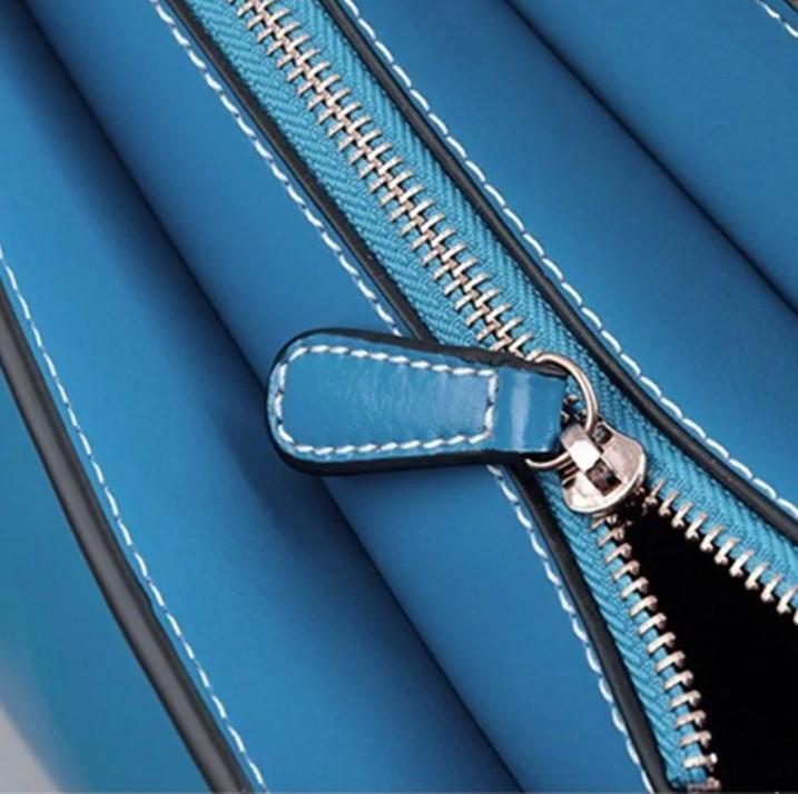 молния на сумке голубая