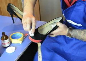 обезжиривание обуви перед склеиванием