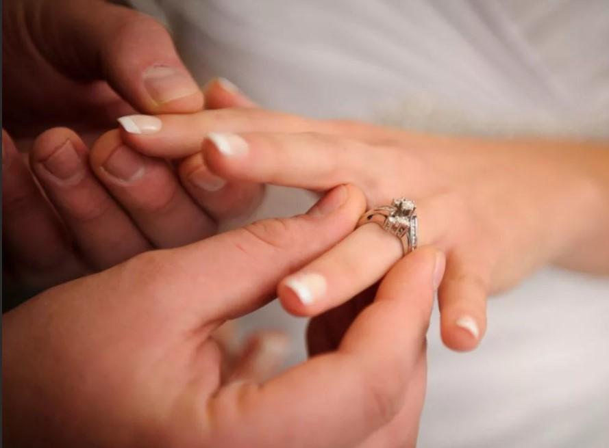 обручальные кольца на левой руке 2