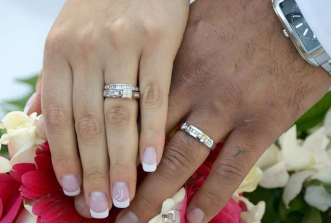 обручальные кольца на левой руке 3