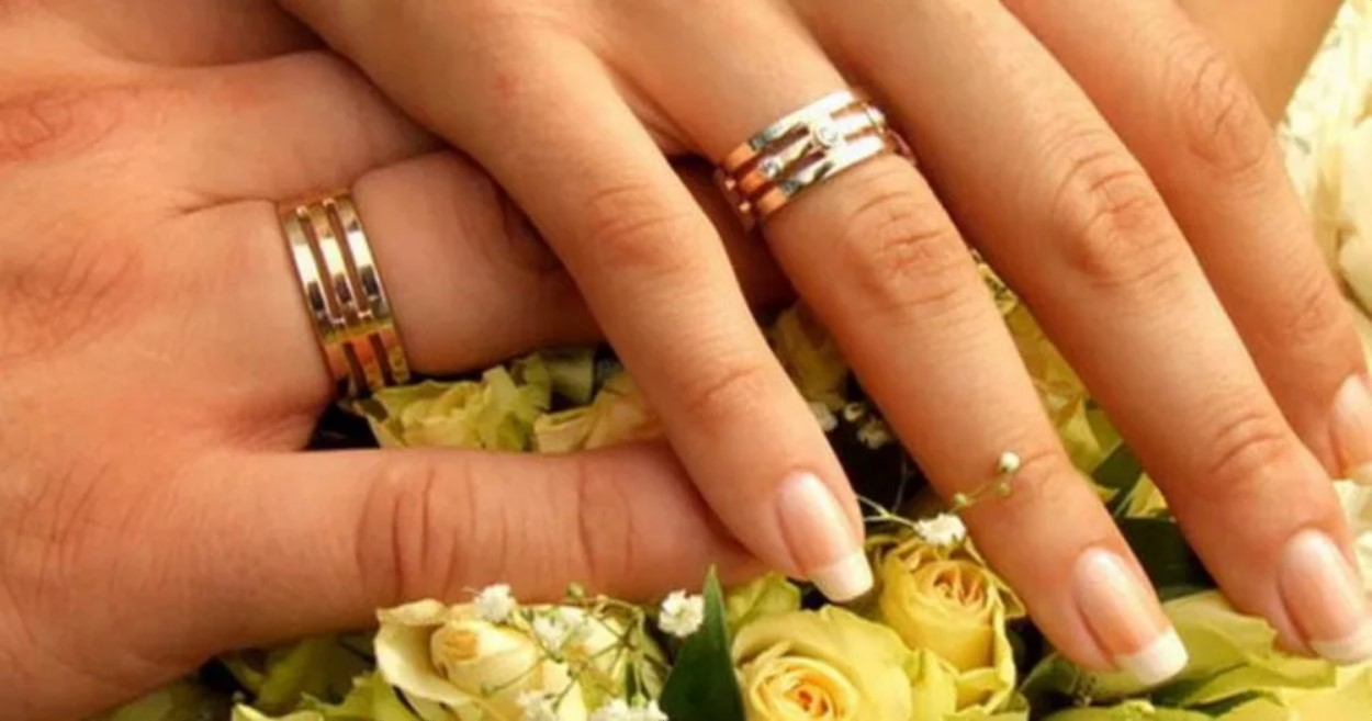 обручальные кольца на правой руке 2