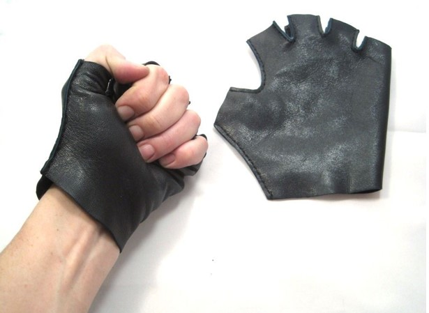 перчатки без пальцев примеряем