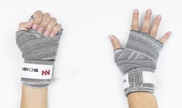 перчатки для мма наматывваем бинты на руки