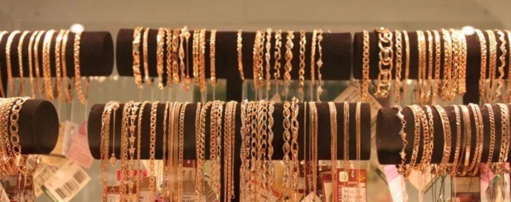 плетения браслетов витрина ювелирного магазина