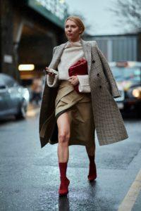 почему пальто стоит носить расстегнутым