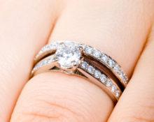 как носить кольца помолвочное и обручальное