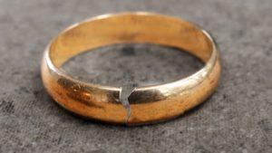 разбитое обручальное кольцо
